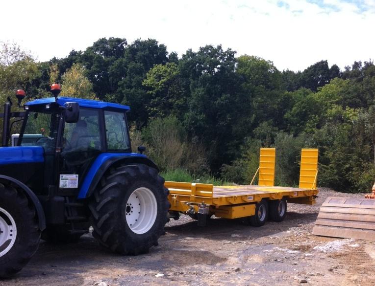 Remorque agricole plateau basculant 2 essieux centraux